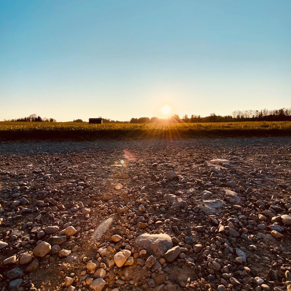 Entspannungsübung für zu Hause wie autogenes Training bei Sonnenaufgang
